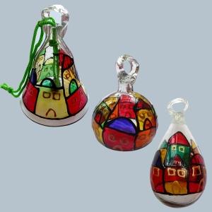 Glasbläserarbeiten aus recyceltem Glas