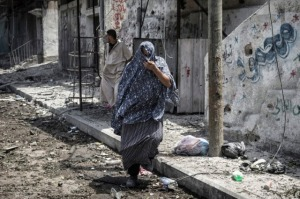Hamasnik in Frauenkleidern