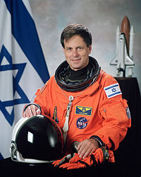 200px-ilan_ramon_nasa_photo_portrait_in_orange_suit