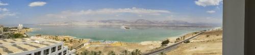 Ein Bokek am Toten Meer, Blick auf das Moabgebirge