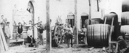 600px-1890s_winemaking_barrel_shop_in_Zikhron_Yaakov
